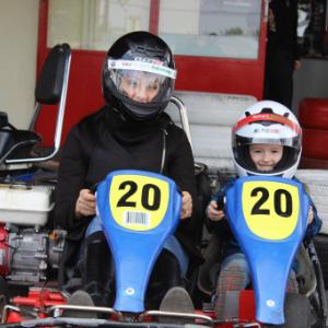 Gokart Sport Vác - Gokartozás szülőkkel